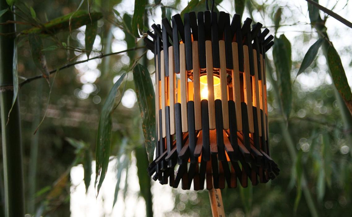 dřevěné svítidlo