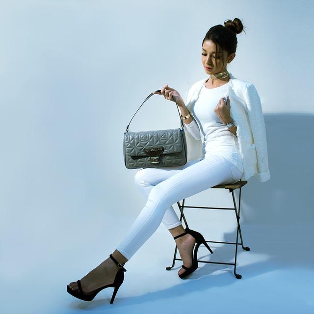 žena na židli.jpg
